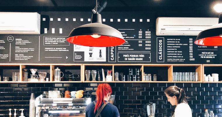 NEGRO: café rico y lleno de historias.