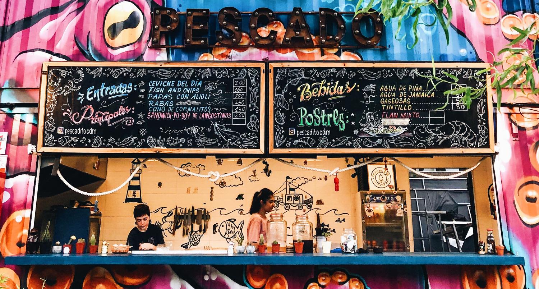 El patio de los lecheros: foodtrucks y mercado al aire libre en Caballito.