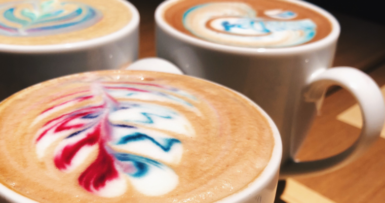 PADRE: latte art de colores y cerveza en un sólo lugar.